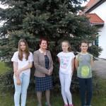 od lewej: Julia Piechota, opiekunka Jolanta Begińska, Wiktoria Bacajewska, Oliwia Król