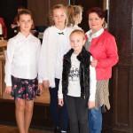 Uczestniczki wraz z opiekunką (od lewej Oliwia, Wiktoria, Amelia z panią Jolantą Begińską)