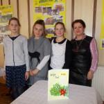 Wyróżniony Klub 4 H – uczennice (od lewej) Marta Chyra, Julia Szymańska, Weronika Puscz z liderką panią Jolantą Begińską