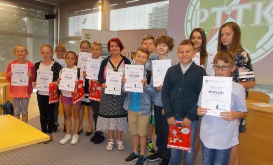 Nagrodzeni uczniowie z panią Jolantą Begińską