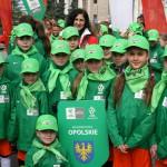 dziewczyny z drużyny U10 z pucharem i siódmym miejscem w Polsce