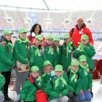 drużyna dziewcząt z PSP w Łubnianach na Stadionie Narodowym