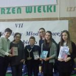 Zwycięzcy z pisarką - panią Katarzyną Rerych.