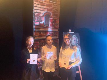 Recytatorki (od lewej): Alicja Dorosz, Amelia Sossna, Ewa Archacka