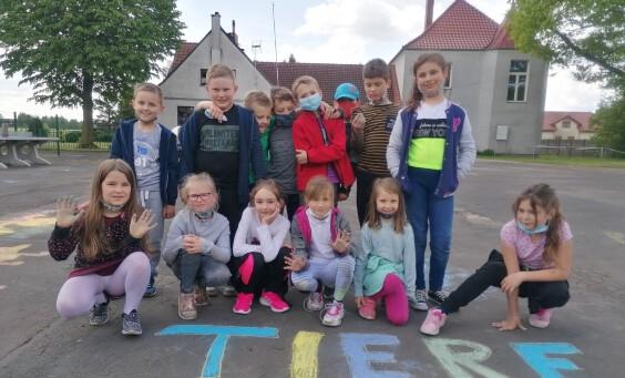 uczniowie - zdjęcie grupowe